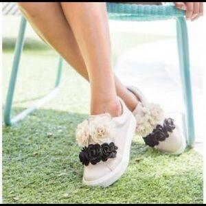 MIA Women's Primrose  Blush Flower Sneakers SZ 9